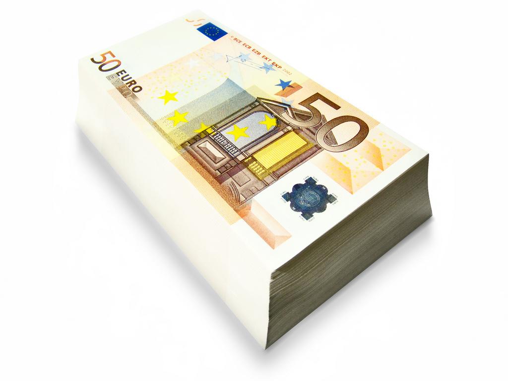 Фото пачки денег (по 50 евро)