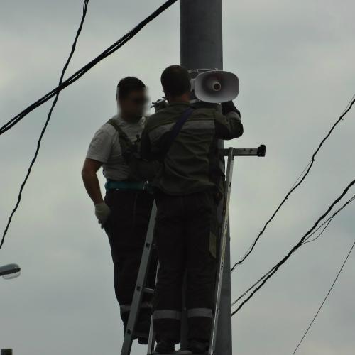В Москве монтируют уличные рупорные громкоговорители на столбах