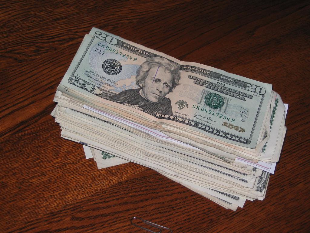 Фото пачки денег (долларов)