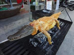 От этого крокодильчика на вертеле мы и попробовали кусочек